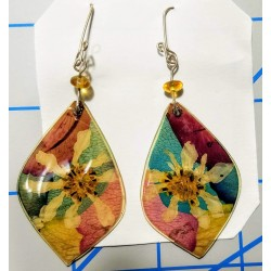 Bead earrings pressed flowers in resin with alpaca hardware